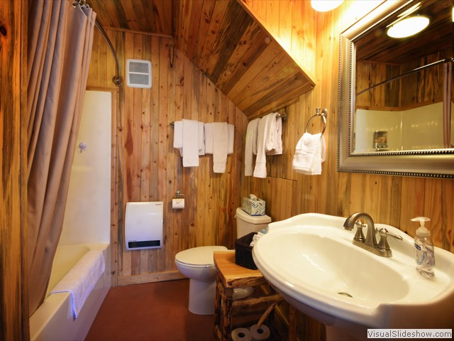 Bad Rock B&B - Swan Mtn RM 9 Cabin Bathroom